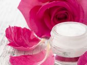 Постер, плакат: natural facial cream with roses fresh as roses