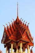 Belltower Wat Sra Pra San Suk nordeste da Tailândia
