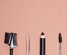 picture of eyebrows  - Accessories for care of brows - JPG