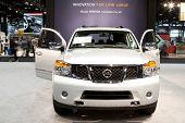 CHICAGO - 12 de FEB: El 2013 Nissan Armada en exhibición en el salón del automóvil de Chicago 2012. 12 De febrero de 2012