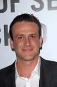 LOS ANGELES - DEC 12: Jason Segel kommt, um die 'Dies ist 40' Premiere. bei Graumans chinesisches Theate