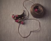 Heart-shaped natural string with bouquet of dried roses