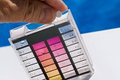 Chlorine content and pH in pool water testing
