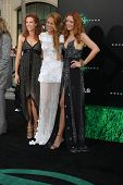 LOS ANGELES - JUN 15:  Robyn Lively, Blake Lively, Lori Lively arriving at the Green Lantern Premier