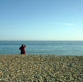 Постер, плакат: Красное море небо пальто