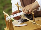 pic of handloom  - close up od ancient little loom and hands - JPG
