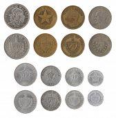 Monedas de peso cubano aislados en blanco