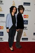 LOS ANGELES - FEB 9:  Sara Gilbert, Linda Perry arrives at the Clive Davis 2013 Pre-GRAMMY Gala at t