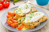 Sandwich with poached egg and cherry tomatoes