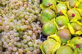 Pears and grapes at a market