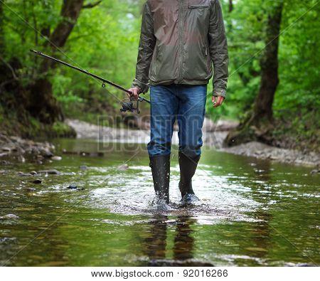 рыбак идет