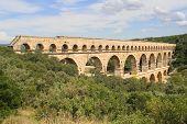 Acueducto de Pont du Gard construido romano