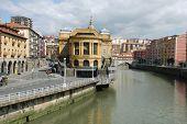 Vista del famoso mercado interior de Bilbao, España
