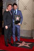 LOS ANGELES - MAR 7: Talento agente Kevin Huvane, James Franco en el Hollywood Walk of Fame ceremonia