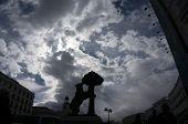 Madrid Statue Bear Strawberry Tree Sol