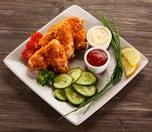 Roast chicken nuggets and vegetables