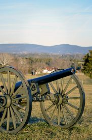 pic of cannon  - Cannon sitting at Antietam National Civil War Battlefield  - JPG