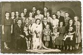 POLAND, CIRCA FORTIES: unidentified big group of family members with children gather together for a