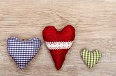 picture of bordure  - Vintage wooden board with three hearts of cloth - JPG