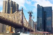 Roosevelt Island Tramway and Queensboro Bridge in New York.