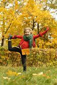 girl in the autumn park