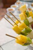 Schaschlik aus frischen Früchten