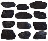 Bultos de carbón aislado en fondo blanco