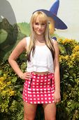 LOS ANGELES - MAY 3:  Camryn Singer at the