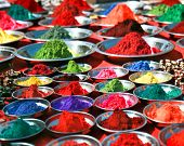 Polvos de tika colorido mercado indio, India, Asia