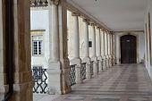 Visão geral do pátio Das Escolas, da Universidade de Coimbra, Portugal