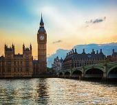 Londres, Reino Unido. Big Ben, el Palacio de Westminster, al atardecer. El icono de Inglaterra