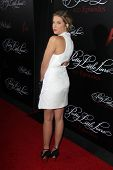 Zoey DeutchLOS ANGELES - MAY 31:  Ashley Benson at the