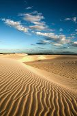 ondas de la duna de arena de cumbuco cerca de fortaleza en Brasil del estado de ceara