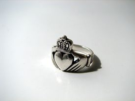 image of claddagh  - This is a photo of a claddagh ring - JPG