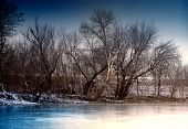 Winterlandschaft eines Flusses