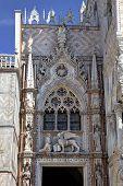 Постер, плакат: Портал с Крылатый лев Святого Марка символ Венеции Италия