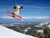 Esquiador saltando