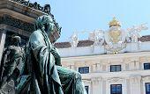 Detail des Denkmals für Kaiser Franz ich gegen die Hofburg In Wien