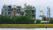 picture of naphthalene  - Chemical Plant in the port of Antwerp - JPG