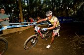 Cross Country Xco Elite Man durchquert Berm