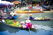 Bangkok August 2008. Busy sunday morning at Damnoen Saduak floating market. Locals selling fresh pro