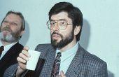 13. Mai London: Gerry Adams, Präsident der Sinn-Fein-Partei beachtet eine Pressekonferenz am Mai 13