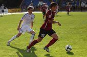 TOMSK, Rusia - el 29 de agosto: Partido de fútbol Campeonato de Rusia entre Tom'(Tomsk) - Moscow (Moscú)