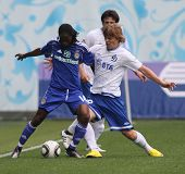MOSCOW - JULY 3: Dynamo Kyiv's midfielder Frank Temile (L) and Dynamo Moscow forward Aleksandr Kokor