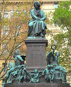 Постер, плакат: Людвиг ван Бетховен статуя в Вене Австрия