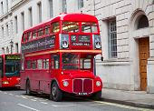 LONDON - Februar 13: Red Double Decker Bus auf zum Trafalgar Square in London am Februar 13, 2010 in