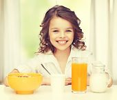 picture of beautiful girl with healthy breakfast