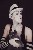picture of mime  - Portrait of the mime with a gray British cat - JPG
