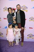 BURBANK - NOV 10: Jason Lee, wife Ceren Alkac, son Sonny, daughter Casper at the premiere of Disney