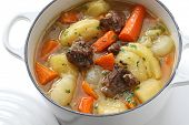 Irish Stew in Emaille-Topf